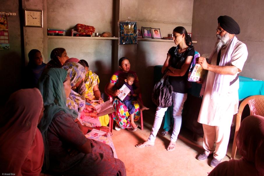 Arsh and Banth Bhaji talking to women